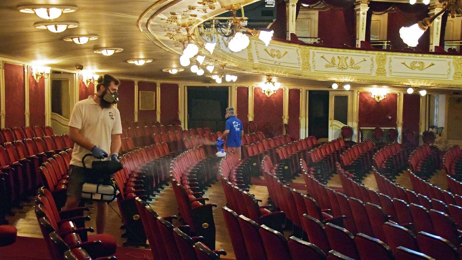 Fertőtlenítették a Vígszínház épületét